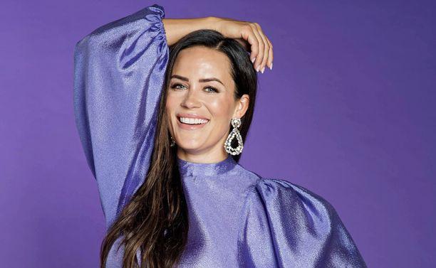 Martina Aitolehti pui eroaan Iholla-sarjan jaksoissa.