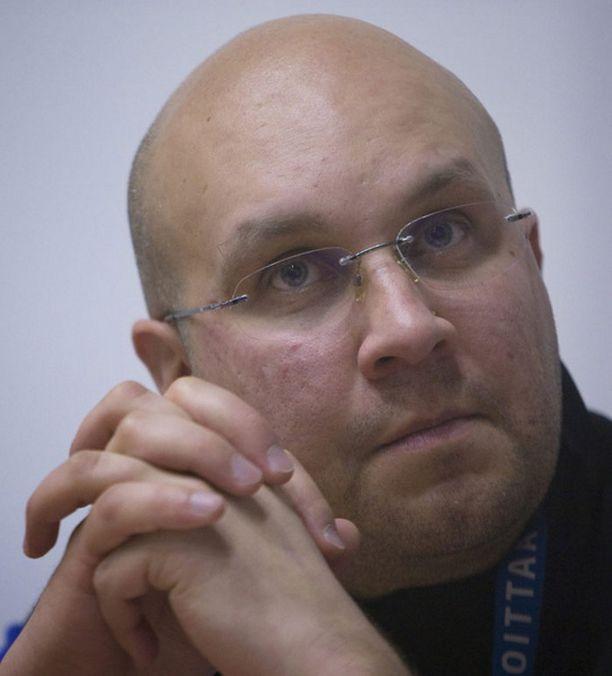 Janne Väätäinen on viime päivinä joutunut vastailemaan toimittajien kysymyksiin Harri Ollin puolesta.