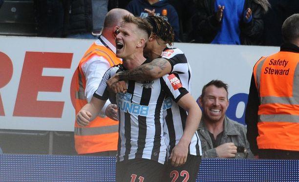 Matt Richie (edessä) iski Arsenalia vastaan maalin, jolla Newcastle nappasi harvinaisen voiton lontoolaisista.
