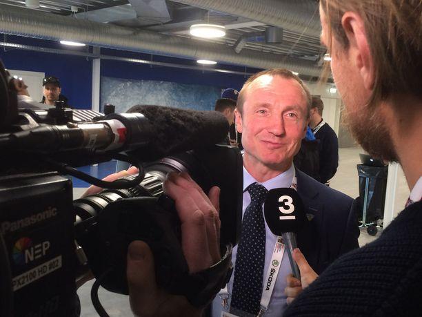 Jere Lehtisen kommentit kiinnostavat Tanskassa myös kansainvälistä mediaa. Tässä on menossa ruotsalaisen tv-kanavan haastattelu.