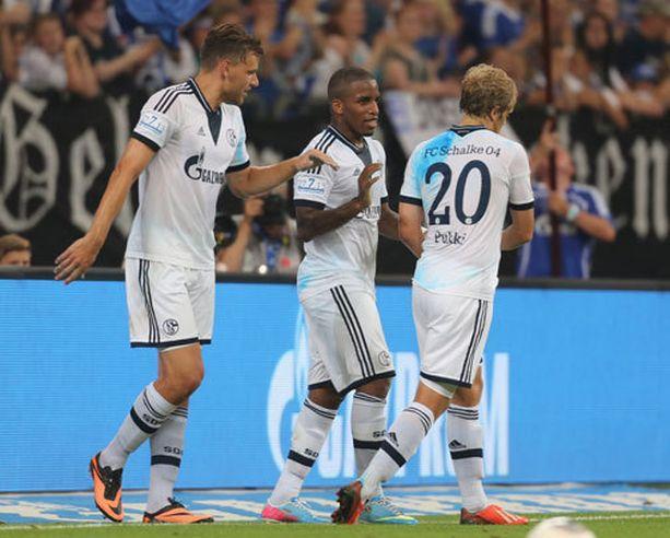 Schalken vastustaja suljettiin europeleistä. Kuvassa Schalken Adam Szalai, Jefferson Farfan ja Teemu Pukki.
