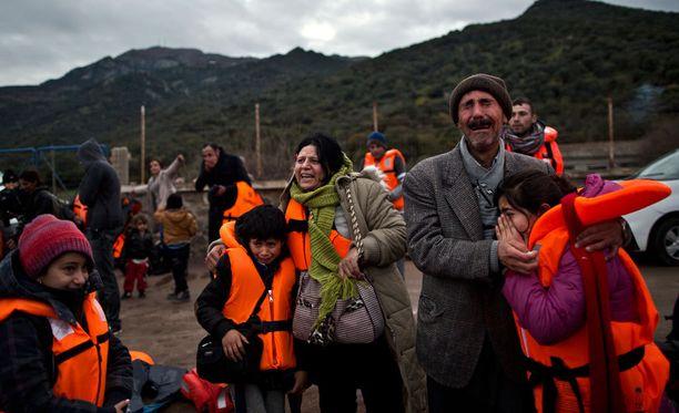 Turvapaikanhakijoina Kreikan Lesboksen saarelle saapunut perhe kuvattuna viime vuonna.