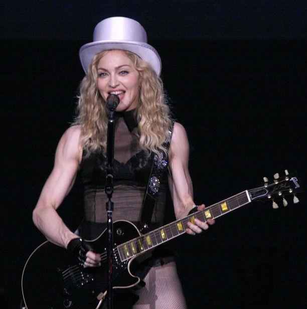 Viisikymppisenä Madonna kiersi maailmaa Sticky and Sweet -kiertueellaan.