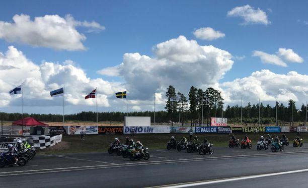Päällystetöiden jälkeen alkaa Alastaron radan laajentaminen 4,5-kilometriseksi, jolloin se täyttää Kansainvälisen autourheiluliiton FIA:n minimimitan.