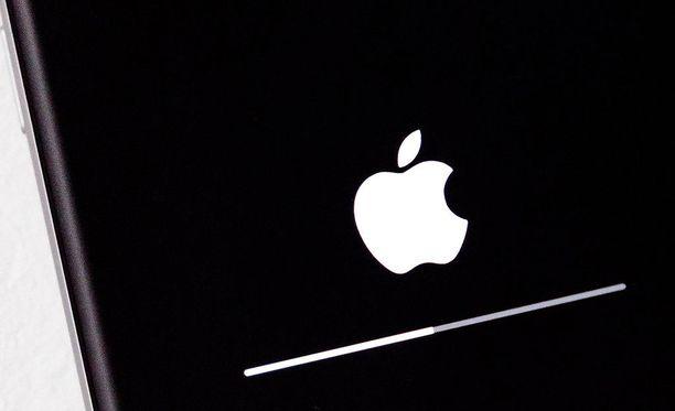 Yhdysvaltalaismies Wiley Day oli menettää henkensä nukuttuaan latauksessa olleen iPhone-puhelimensa vieressä.
