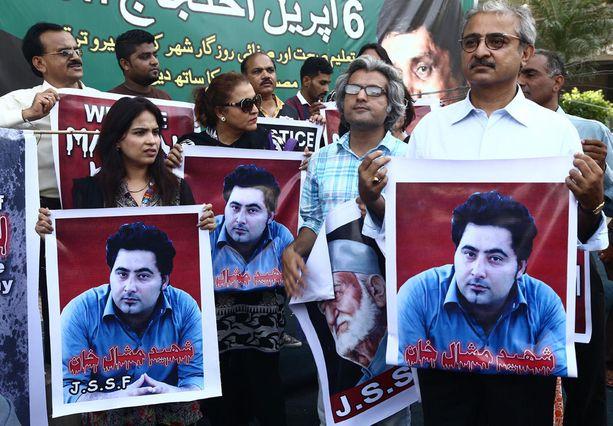 Khan Mashalin (kuvissa) murha järkytti pakistanilaisia.