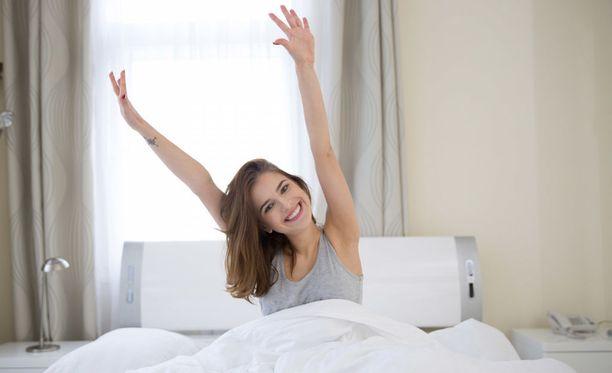 Aamuvirkku ihminen on luonnostaan pirteä heti herättyään.