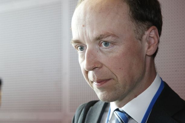 Europarlamentaarikko Jussi Halla-ahon mahdollinen puheenjohtajuus on saanut politiikan analyytikot maalailemaan kauhukuvia muun muassa hallituksen hajoamisesta.