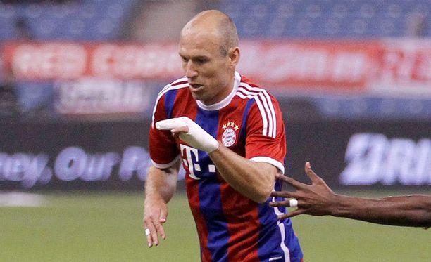 Arjen Robben loukkasi kättään.