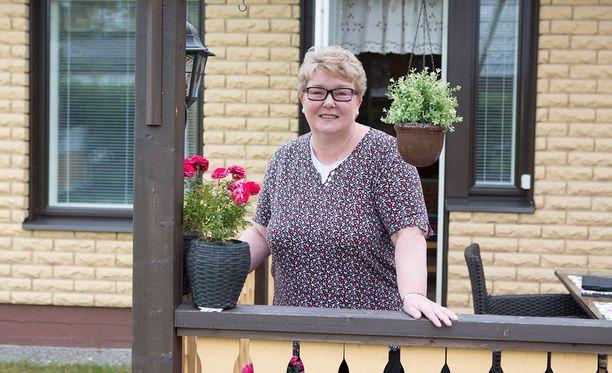 Marjut, 55, käy töissä Hankasalmella - lähes 300 kilometrin päässä kotoaan.