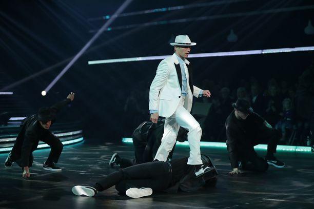 Edis Tatli oli unelmoinut Michael Jacksonin Smooth Criminal -kappaleen tanssimisesta.