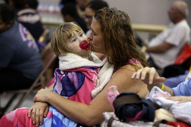 Heather Horward odotti evakuointia tyttärensä kansa.