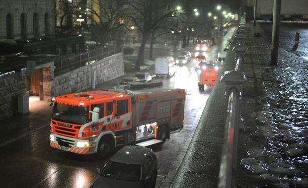 Paikalle hälytettiin lukuisia pelastuslaitoksen yksiköitä.