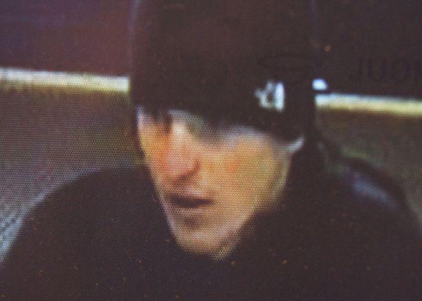 Päiväkausia poliisia pakoillut mies tallentui kaupan valvontakameraan Kajaanissa.