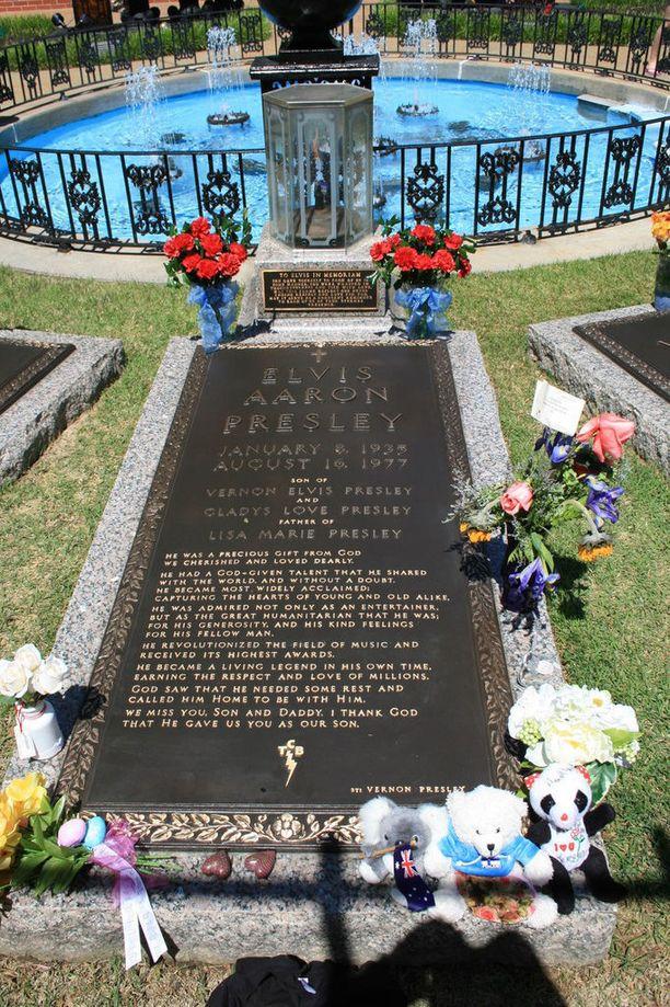 Elviksen hauta on faneille pyhä paikka.