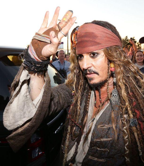 Johnny Depp osaa ottaa faninsa.