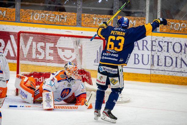 Lukon Mikko Petman laukoi ensimmäisen välierän voittomaalin jatkoerässä.