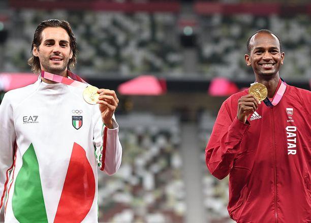 Gianmarco Tamberi (vas.) ja Mutaz Essa Barshim jakoivat korkeushypyn kultamitalin Tokiossa.