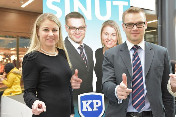 Kansalaispuolueen Piia Kattelus ja Sami Kilpeläinen erottivat Paavo Väyrysen.