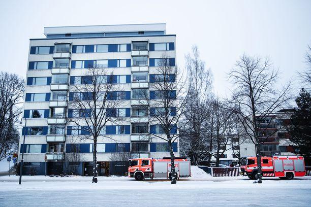Hätäkeskus sai hälytyksen palopaikalle Hämeenpuiston ja Näsijärvenkadun risteykseen keskiviikkona kello 14.55. Paikalla oli lukuisia hälytysajoneuvoja, koska kyseessä oli kaupungin keskustassa sijaitseva asuinrakennus.