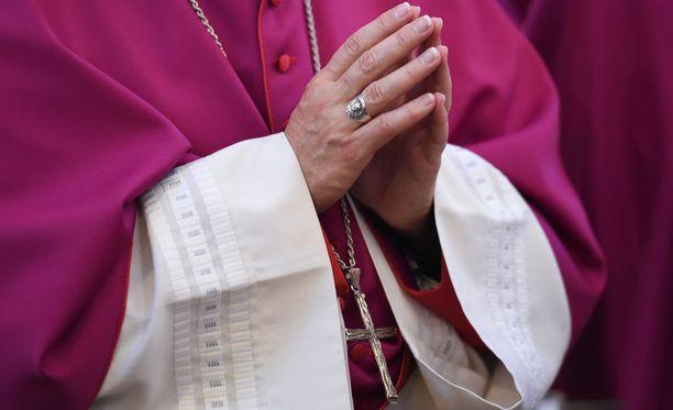 Saksalaismediat uutisoivat keskiviikkona laajasta lasten seksuaalisesta hyväksikäytöstä Saksan katolisen kirkon sisällä.