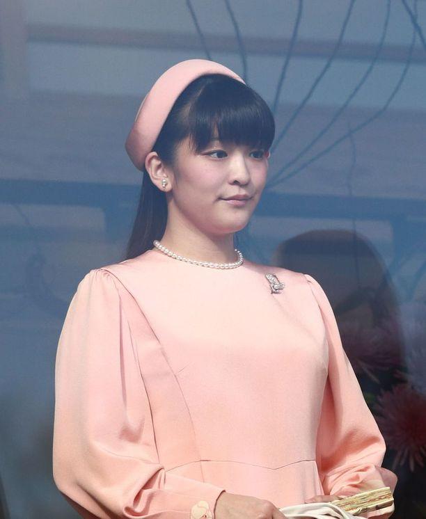 Prinsessa Mako aikoo avioon.