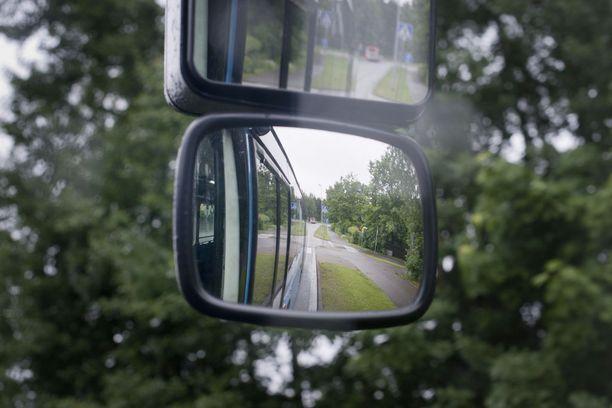 Samalla linja-autoreitillä asuvat koululaiset joutuivat peräkkäisinä päivinä onnettomuuteen. Kuvituskuva.