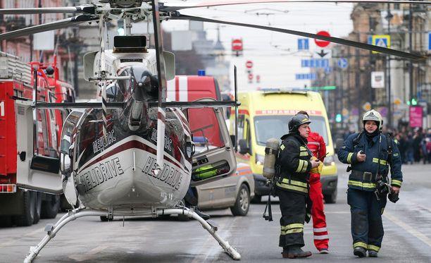Yritysjohtaja Samuli Haarala sanoo, että kun matka vei terrori-iskun jälkeen Teknologisen instituutin lähelle, muun muassa kymmenet poliisiautot, paloautot ja ambulanssit näkyivät maisemassa. Tämän lisäksi metroräjähdyksen tapahtumispaikan edustalla pörräsi muun muassa helikoptereita.