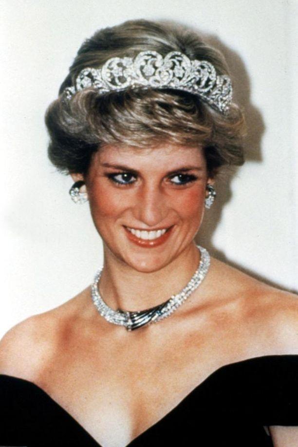 Dianan kuuluisa tiara-tyyli syntyi aluksi niin, että prinsessan hiukset olivat oikeasti pitkät.