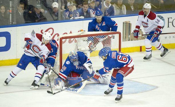 Artturi Lehkosen (vas.) NHL-kausi päättyi viime yönä. Jatkuuko se Leijonissa?