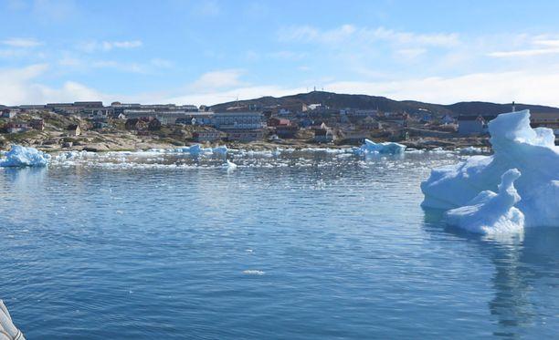 Nature-lehden mukaan Grönlannissa meriveteen sekoittuu jäätiköiden sulamisen myötä makeaa vettä, jolloin suolapitoisuus pienenee. Tämä voi heikentää meriveden virtausta. Kuvituskuva Grönlannista kesäkuulta 2016.