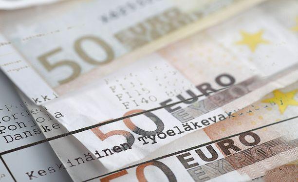 Jos eläkkeelle jää vuodenvaihteen jälkeen, uusi eläke lasketaan 0,1 prosentin palkkakertoimella, joka tuottaa pienemmän eläkkeen.