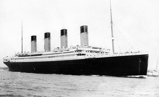 White Star Linen omistama Titanic upposi neitsytmatkallaan 14. ja 15. huhtikuuta välisenä yönä vuonna 1912, kun se törmäsi Pohjois-Atlantilla jäävuoreen.