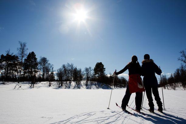 Tutkimuksessa selvitettiin myös, nostaako kevätauringon UV-säteily D-vitamiinitasoa, kun ulkoillaan lumisilla alueilla.