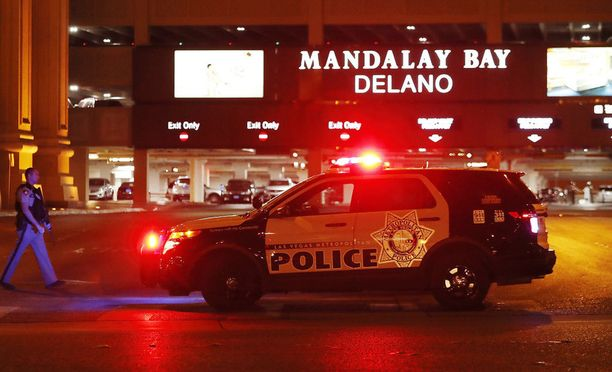 Stephen Paddockiksi vahvistettu ampuja tulitti kantrimusiikkifestivaalille saapunutta yleisöä Mandalay Bay -hotellin 32. kerroksesta.