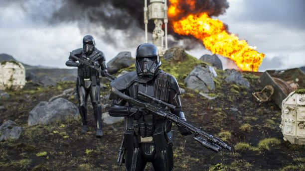 Rogue One on tyyliltään aiempia elokuvia synkempi.