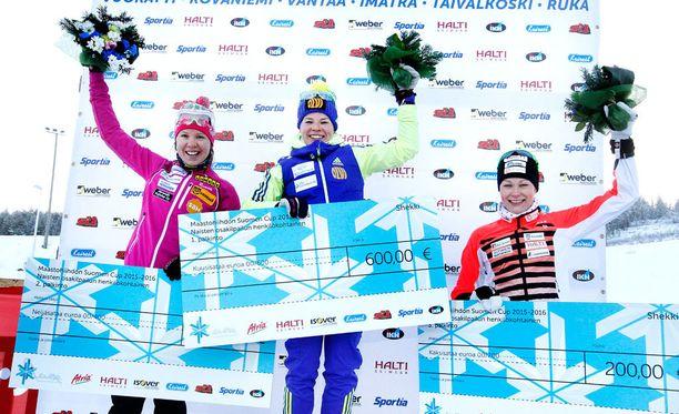 Nähdäänkö tätä hiihtoherkkua enää ensi kaudella tv-ruuduissa? Rovaniemen Suomen cupissa marraskuussa tuulettivat Kerttu Niskanen (vas.), Krista Pärmäkoski ja Anne Kyllönen.