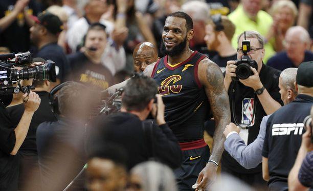 LeBron Jamesin siirtyminen Los Angeles Lakersiin on saanut aikaan odotetun kovan mediamyllytyksen.