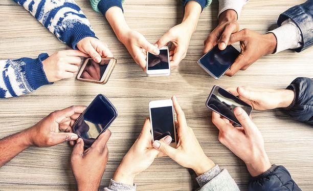Uuden tutkimuksen mukaan puhelimen selaamista ja masennusta ei kannata yhdistää toisiinsa.