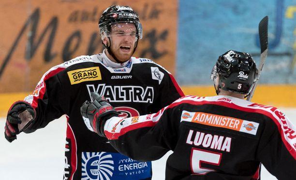 Joonas Nättinen (vas.) laukoi kaksi maalia HIFK:n reppuun.