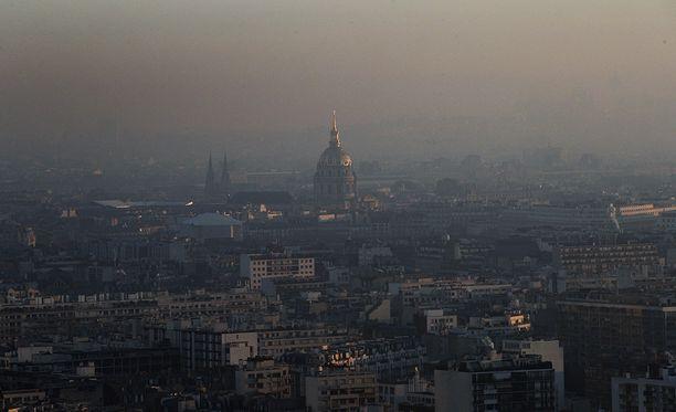 Näkyvyys Pariisissa on todella huono.