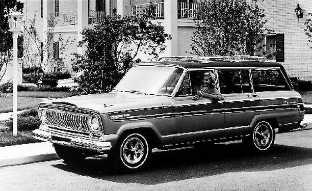 LEGENDA Jeep Wagoneer station wagon esiteltiin vuonna 1962. Kuvan auto on vuoden 1966 Super Wagoneer.