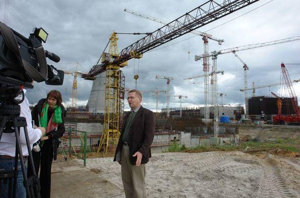 Johtaja Jukka Laaksonen Rosatomista sanoo, ettei yhtiön Intian-voimalaa kannata verrata Pyhäjoelle tulevaan voimalaan.