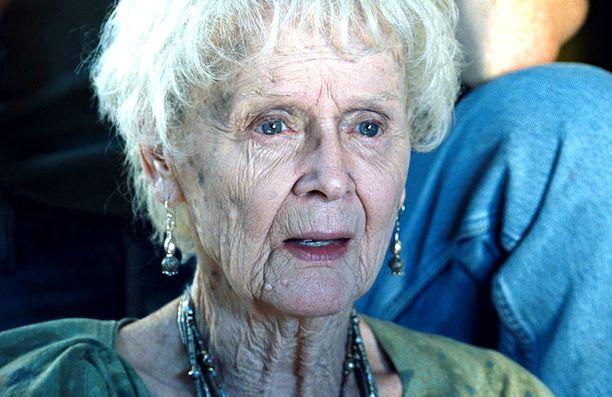 Iäkästä Rosea näytteli Gloria Stuart.