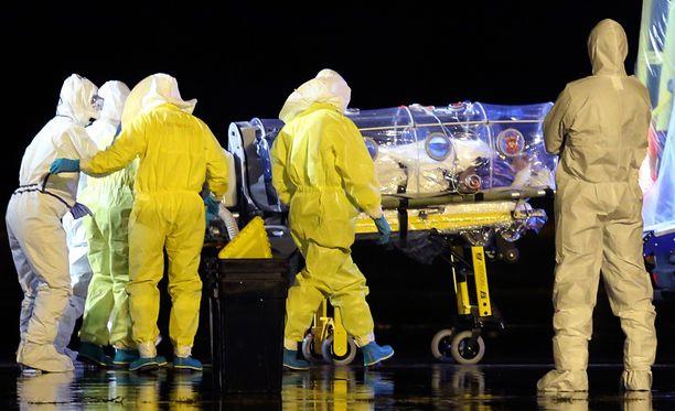 Sierra Leonessa Ebolaan sairastunut espanjalaispappi siirrettiin syyskuun lopussa hoidettavaksi Madridiin.