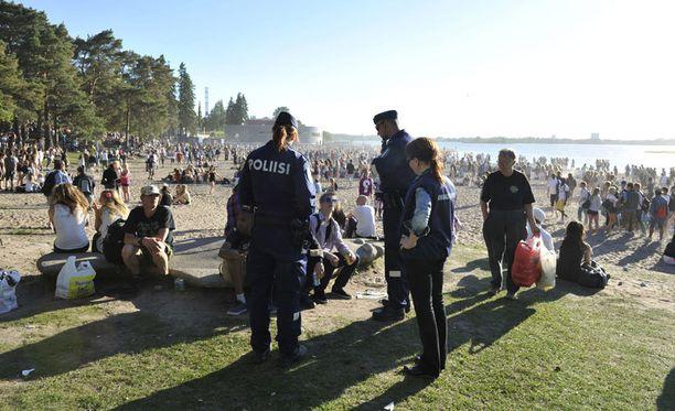 Vuonna 2012 sää helli juhlakansaa päättäjäispäivänä ja muun muassa Hietaniemen ranta ja Espan puisto olivat täynnä nuorisoa.