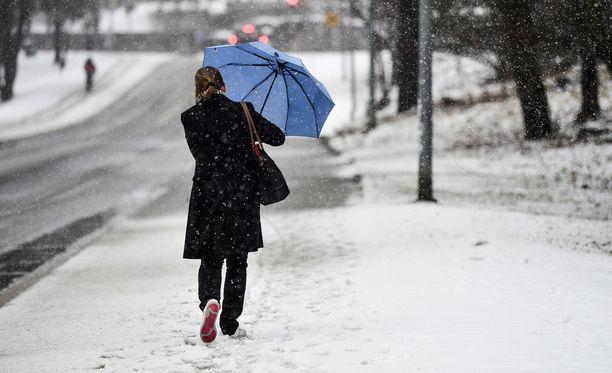 Sunnuntaina Etelä- ja Länsi-Suomessa sataa lunta ja räntää. Ilmatieteen laitos varoittaa myös huonosta ajokelistä.