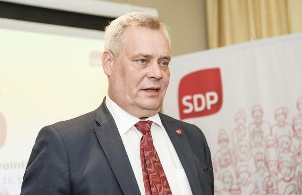 """SDP:n puheenjohtaja Antti Rinne laittaisi """"Sitran taseen töihin""""."""