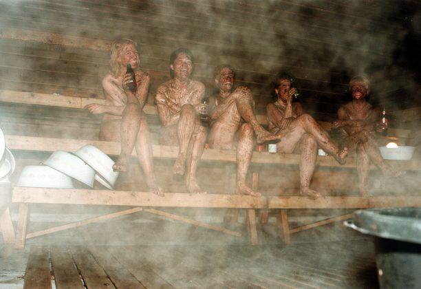 Saunomisessa kiuaskiviä merkittävämpi terveysriski saattaa piillä saunojien käytöksessä.