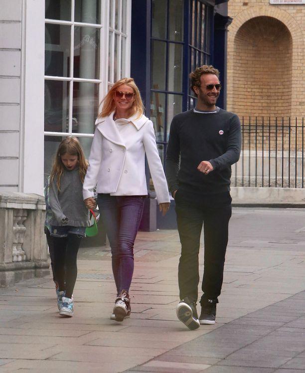 Gwyneth Paltrow ja Chris Martin on vain harvoin kuvattu heidän lastensa Applen ja Mosesin kanssa.